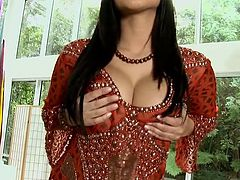 Sunny Leone undresses to play with glass dildo and please her shaved twat