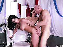 Kendra Lust having sex fun with hot dude Johnny Sins