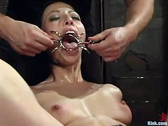 Submissive bondageable and flexible brunette Veronica Jett has to suck soles