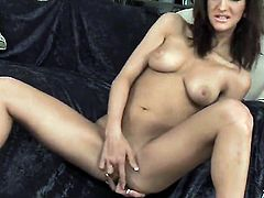Italia Christie shows anal tricks with passion and desire