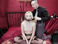 sweet blonde babe kinked at instructional workshop