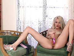 Bree Daniels with trimmed bush loses control after taking fingers in her snatch