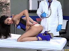 Sexy brunette babe is visiting the hospital to for a check up. As the doctor finds this horny slim babe in his room all alone, he takes the full advantage of it. Inspecting her twat clears his way to tickle and make her pussy wet enough. As she gets horny enough, she starts to suck his cock like a slut.