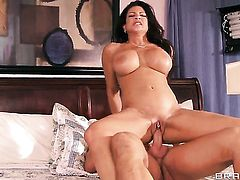 Teri Weigel is on the edge of nirvana with Bill Baileys hard ram rod in her snatch
