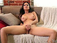 Exotic beauty Sunny Leone pleasing her body and smooth pussy
