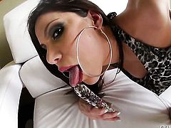 Lustful harlot gives blowjob to hot fuck buddy