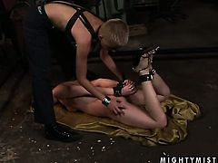Blonde Rebecca Contreras and Sinead making lesbian love