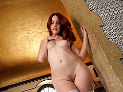 redhead babe with bouncy big ass playing solo
