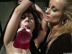 Brunette Katy Parker with giant melons licks honeypot like no other and Patricia Dream knows it