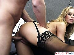 Seth Gamble is one hard-dicked stud who loves fucking Nicole Aniston