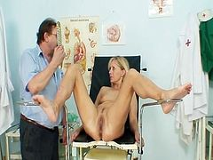 Bizarre muff examination of an Novice old girl who is over fifty years old