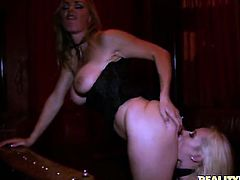 Blonde Tanya Tate polishes Eric Swisss rock hard love wand with her lips