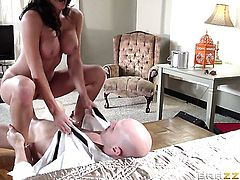 Johnny Sins has unforgettable oral sex with Lezley Zen with big boobs