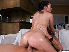 Lola Foxx with bubbly ass has some dirty fantasies to be fulfilled in cumshot action