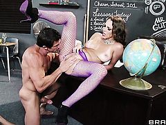 Tommy Gunn whips out his love torpedo to fuck playful Lily Loves throat