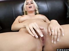 Blonde Kodi Gamble has great cock sucking experience and expands it with hot dude