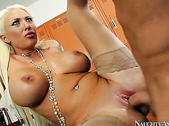 Summer Brielle with big bottom and clean snatch spends time doing it with hard dicked dude Van Wylde