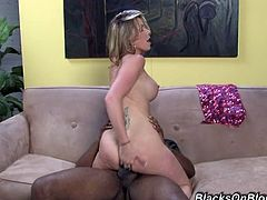 Tattooed super bootylicious blond head Courtney Cummz rides fat BBC