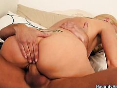 Darryl Hanah and her hot bang buddy Kris Slater have a lot of sexual energy to spend