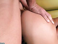 Nikky Thorne gets her muff stretched by hard schlong