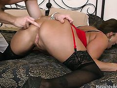 Levi Cash bangs Stacie Starr with round butt as hard as possible in steamy anal action
