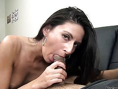 Nikki Daniels shows sex tricks to horny man with desire