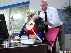 Johnny Sins is about to bone the milf twat of his bossy blonde boss. She waited for the perfect opportunity to spread her legs for young Johnny who only wanted to bang her