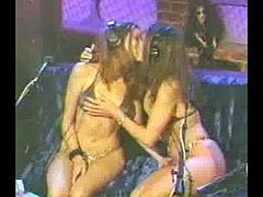 Jade & Taylor: Twins Kissing Live