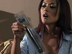 Kaylani Lei is a solo girl and she is all alone. She just purchased a brand new dildo and some tryouts are in order. She shoves it so deep she almost loses the damn thing