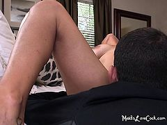 Latina Maid Sofia Opens Legs Wide for Better Munching