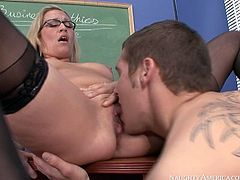Nerdy blond haired MILF gets twat licked after sucking dude's lollicock