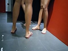 Candid Sexy Teen Feet Soles and Legs in the tatoo shop