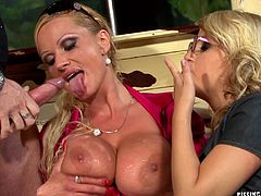 Big boobs blondes piss on each other in a kinky threesome