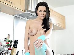 Kyla Fox with juicy boobs and clean muff howls as she masturbates