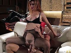 Johnny Sins gives mouth-watering Karlie Montanas vagina a try in hardcore sex action