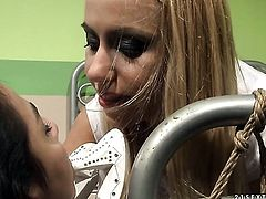 Blonde Nikky Thorne takes Korina s tongue in her twat