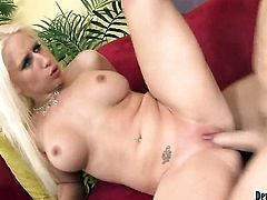 Sammie Spades has anal sex on cam for your viewing pleasure