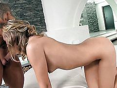 Blonde Vanda Lust has some time to get some pleasure with dudes cock in her mouth