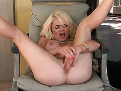 Alexis Ford shows her love for pussy rubbing