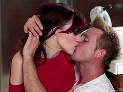 redhead babe gets aroused