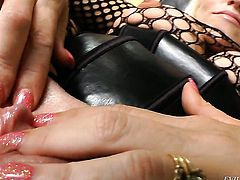 Dee Siren gets a nice honeypot fuck in steamy action with hot guy