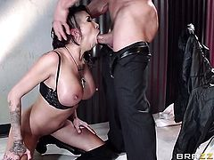 Tommy Gunn gets pleasure from fucking smoking hot Kayla Carreras backdoor