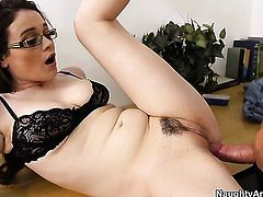 Justin Magnum gives sex obsessed Tessa Lanes wet spot a try in steamy sex action