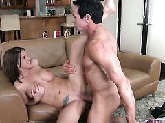 Peter North uses his beefy dick to bring blowjob addict Brooklyn Chase to the height of pleasure