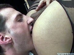 Huge bottomed strong blonde shemale fucks dude's asshole doggy