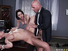 Johnny Sins gives breathtakingly hot Chase Ryders bush a try in hardcore action