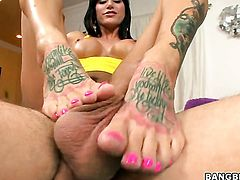 Foot fetish action with heavily tattooed Gia Dimarco