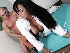 Savannah Stern with juicy jugs looks for a chance to swallow Johnny Sins hot fresh sperm after cock sucking