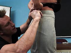 India Summer fucks like theres no tomorrow in steamy action with hard dicked guy Bill Bailey