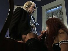 Experienced vixen Nicki Hunter takes heavy cum shot on her pretty face